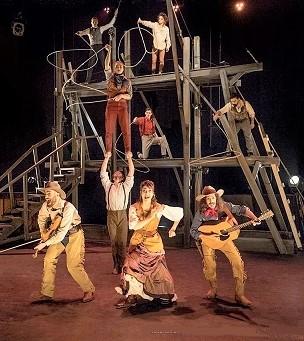 cirque-eloize-saloon-spectacle-enfants-ados