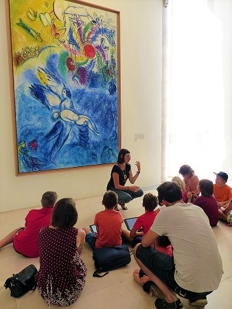 visite-famille-musee-marc-chagall-tablette
