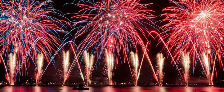 feu-artifice-nouvel-an-antibes-juan-pins