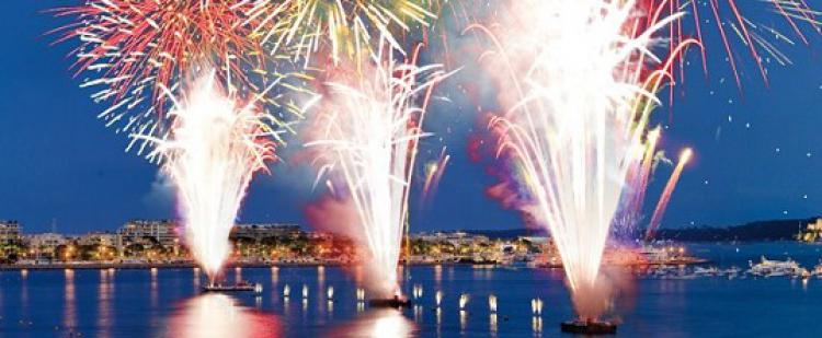 festival-pyromelodique-antibes-feux-artifices