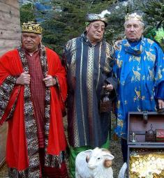 arrivee-rois-mages-luceram-galette-enfants