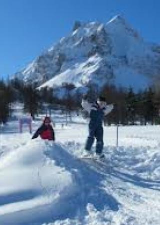 vacances-ski-famille-entraunes-sports-hiver